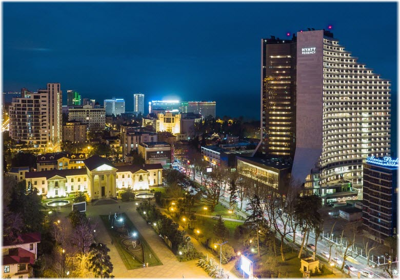 фото города и площади вечером