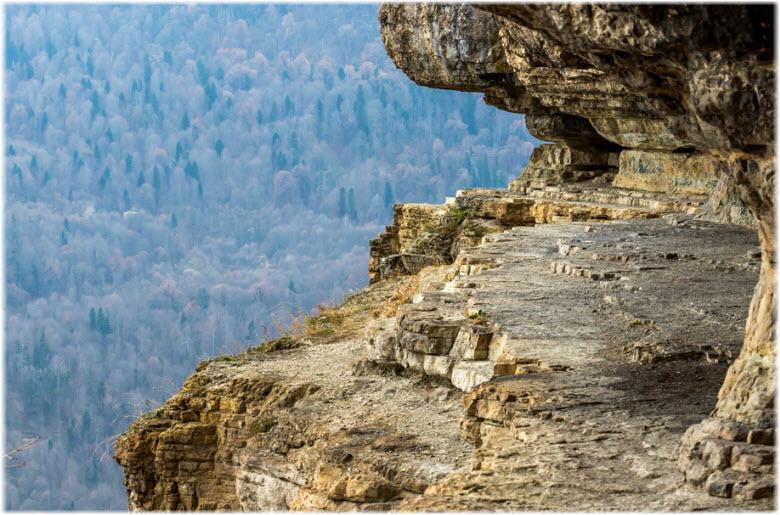 фото выступа в горе