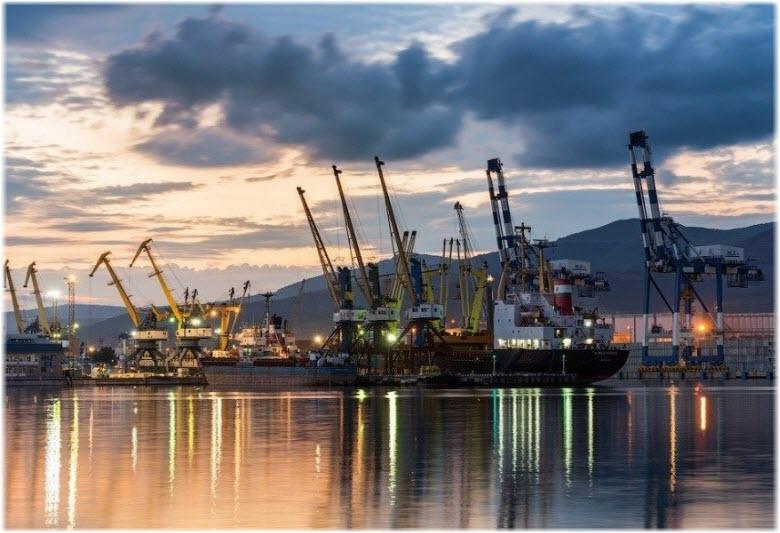 вечерний порт Новороссийска