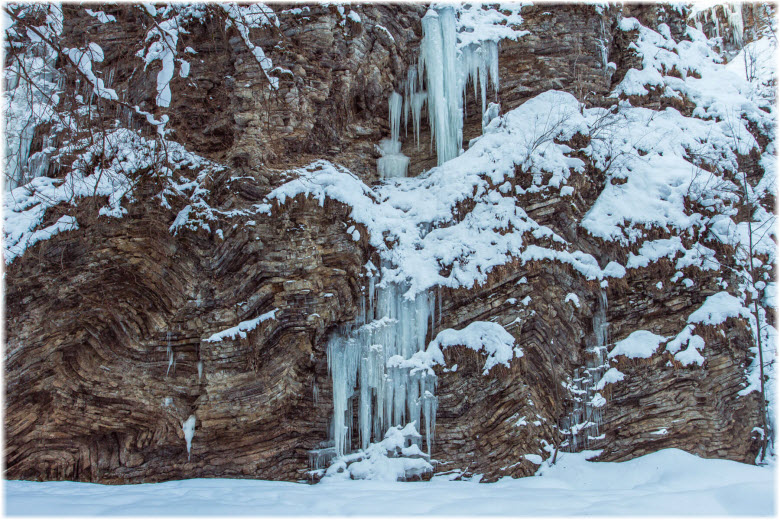 водопады Руфабго зимой