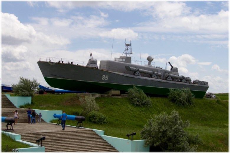 боевой корабль в музее