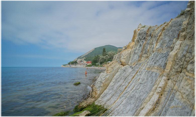 дикий пляж Мысхако