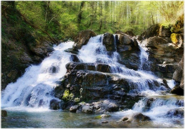 на Аюкских водопадах