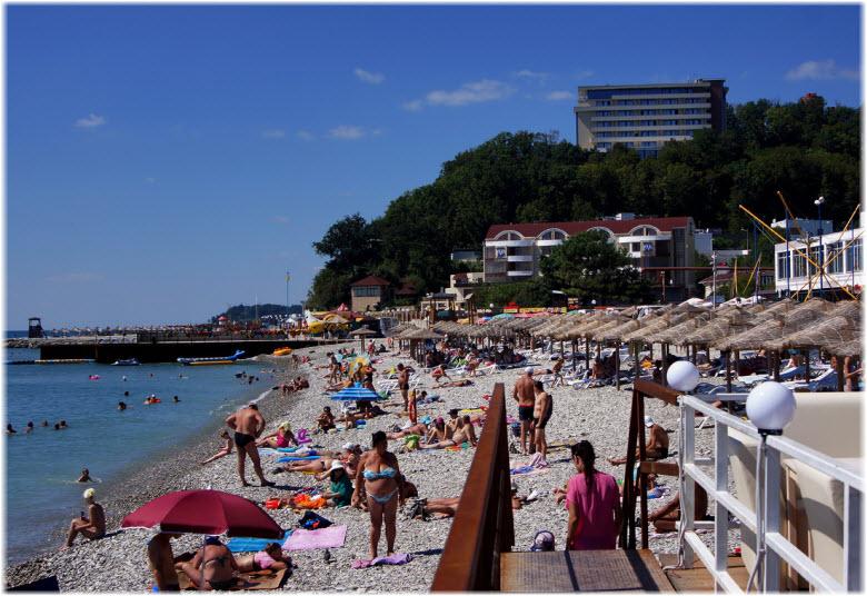 Центральный пляж Небуга