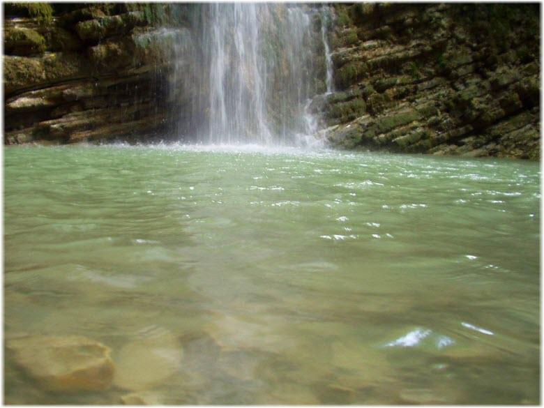 ванна у водопада Слезы Лауры