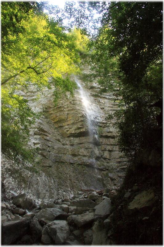фото 33-метрового водопада в Туапсе