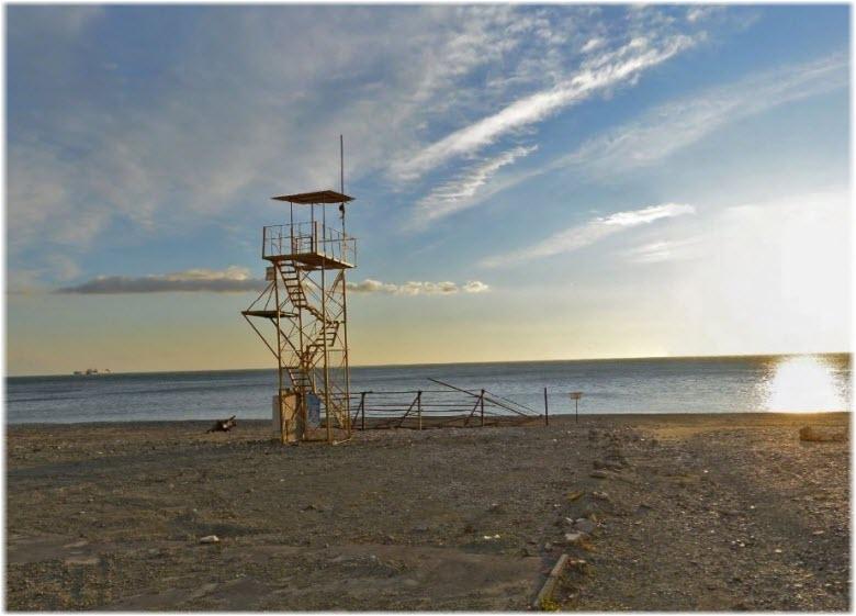 фото Спасательной вышки на пляже