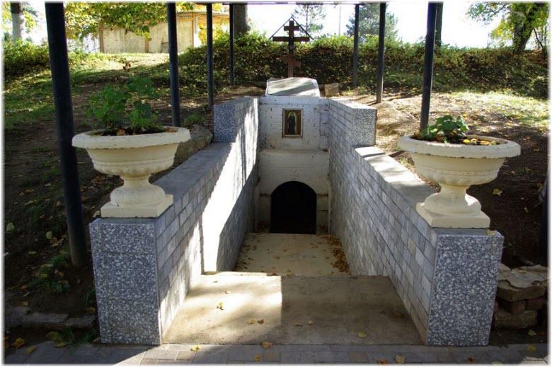 могила Архимандрита Мартирия