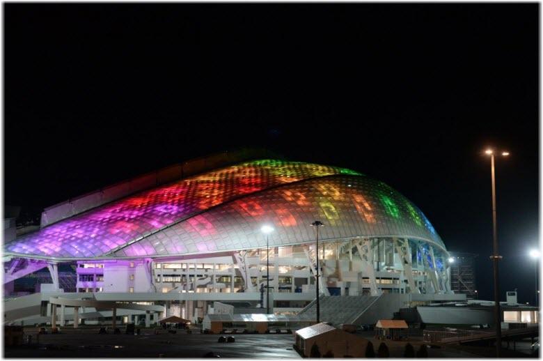ночная подсветка арены Фишт