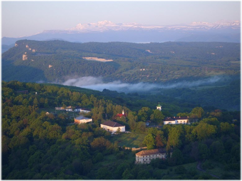 вид на монастырь с высоты