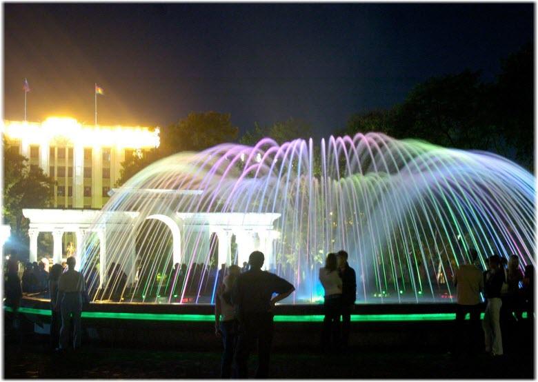 фонтан в сквере Жукова