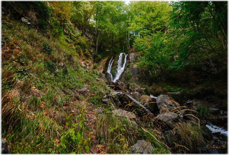 фото водопада издали