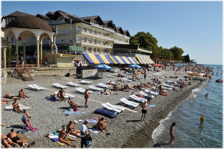 Центральный пляж в Лазаревском