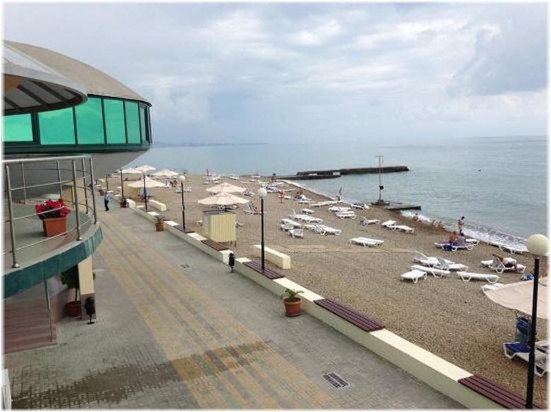 пляж у ресторана Наутилус