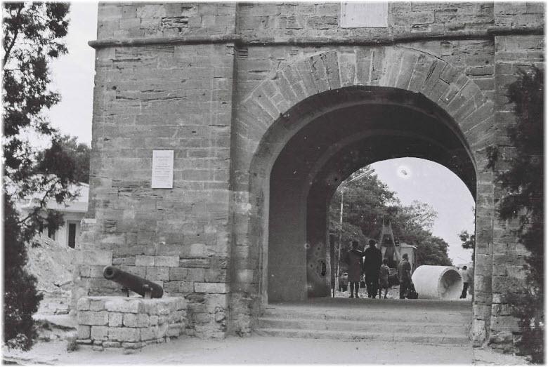 старое фото Русских ворот