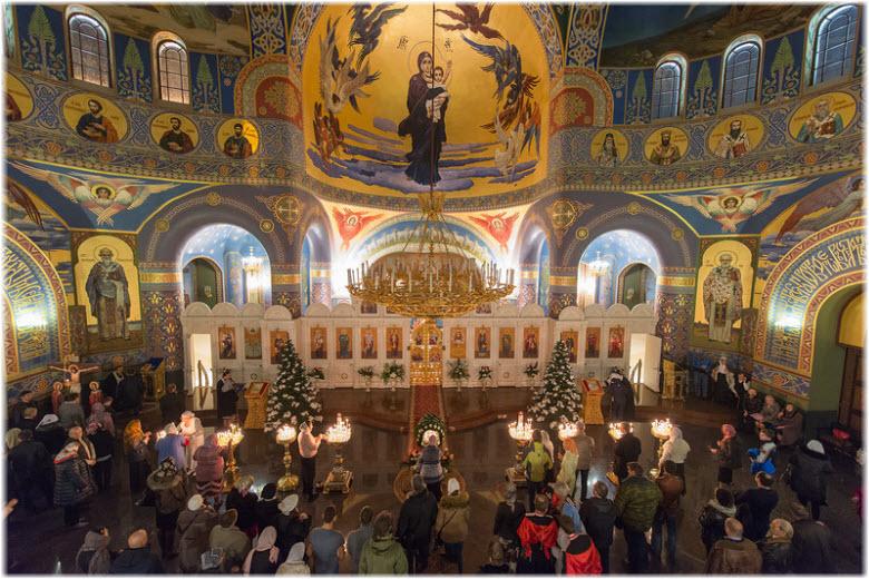 вечернее богослужение в Храме нерукотворного образа Христа Спасителя