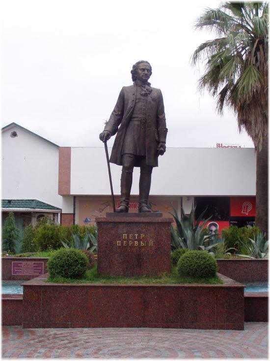 фото памятника Петру Первому