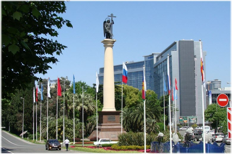 монумент Архангела Михаила