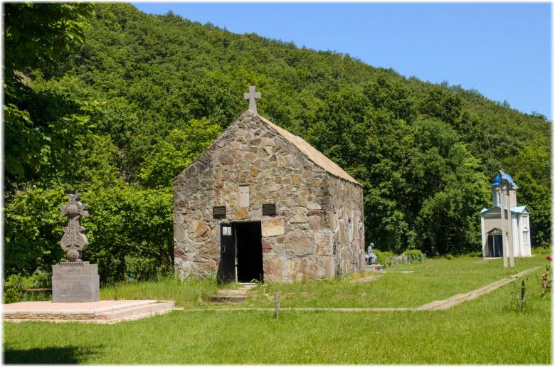 церкви в урочище Поднависла