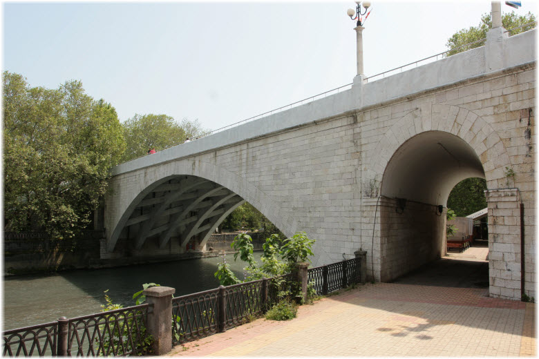 арка у Ривьерского моста