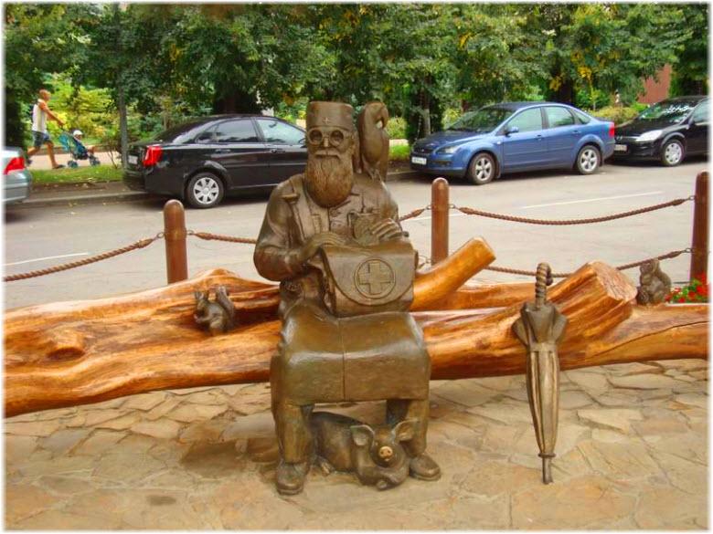 фото памятника Айболиту