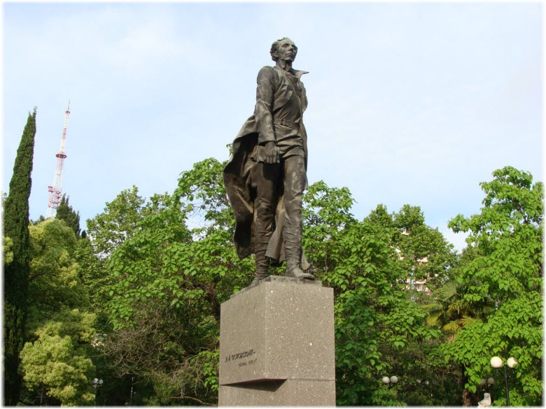 фото памятника с постаментом