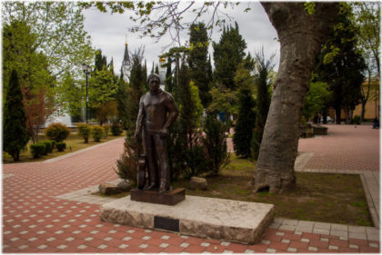 памятник Высоцкому в Сочи