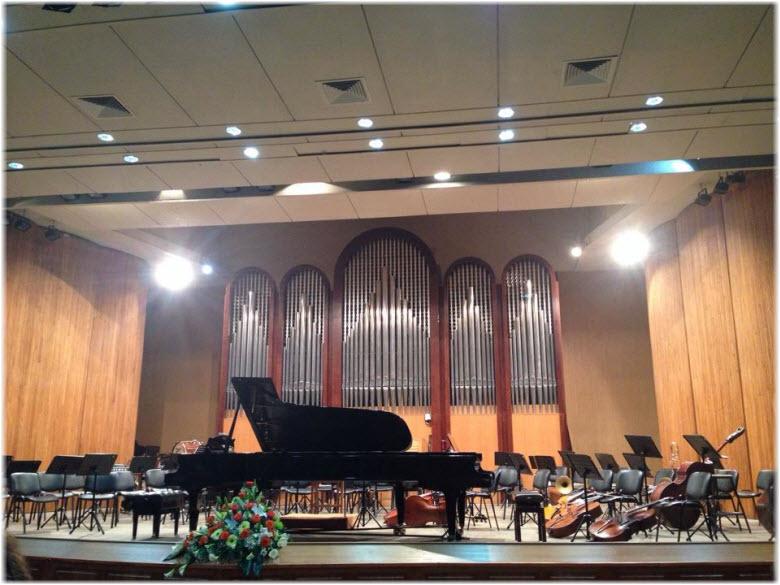 фото сцены органного зала