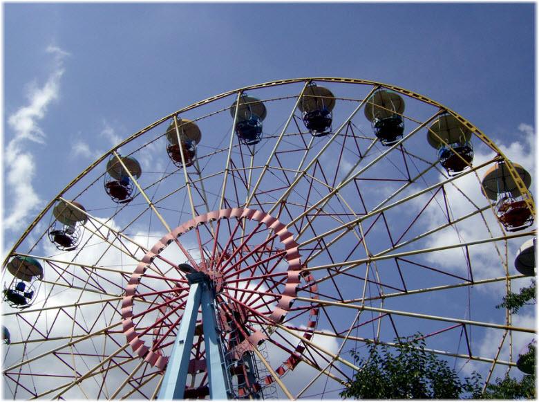Колесо обозрения в парке Ленина