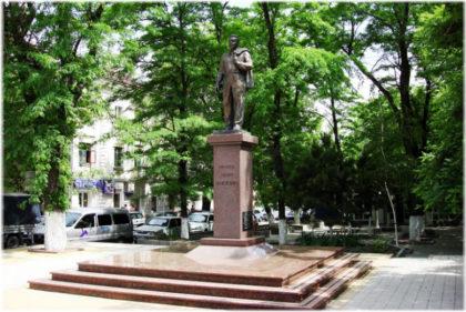 памятник Брежневу в Новороссийске