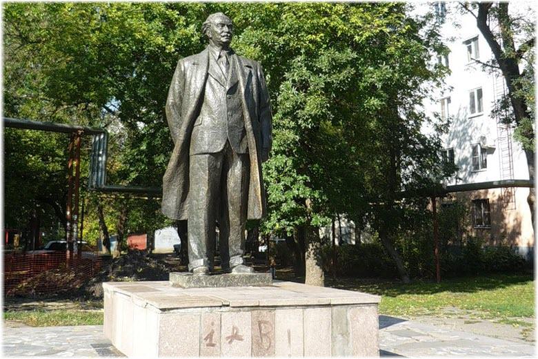 памятник Г. Димитрову в Краснодаре