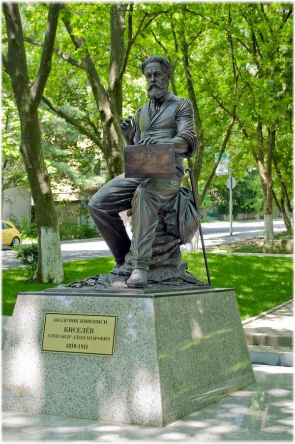 памятник Киселеву на Платановой аллее