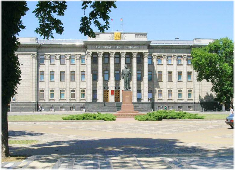 памятник Ленину у Законодательного собрания