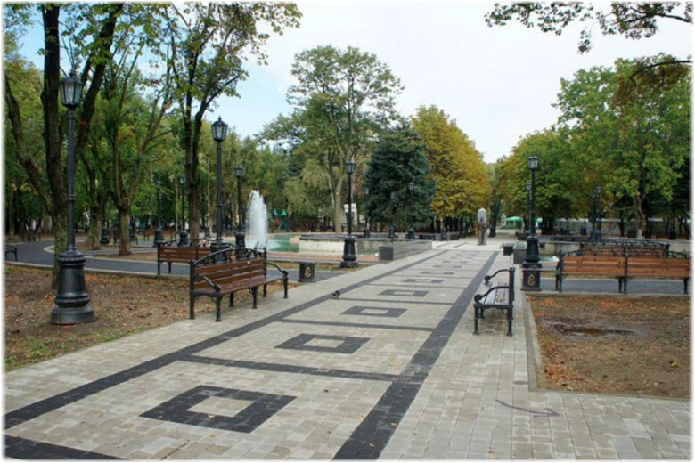 аллеями парка Дружбы народов