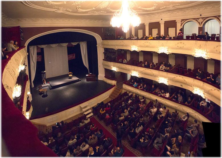 фото театральной сцены