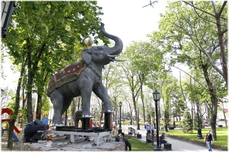 скульптура Мальчик на слоне