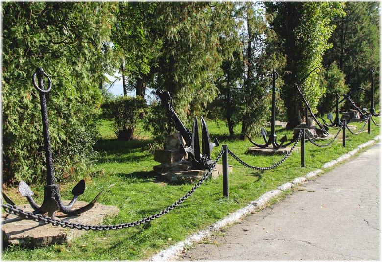 Аллея якорей в Таганроге