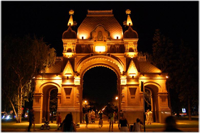 фото Царских ворот ночью