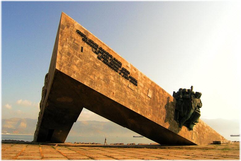 монумент Малая Земля