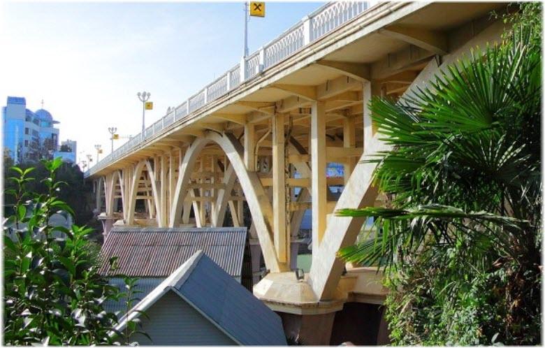 Верещагинский акведук вблизи