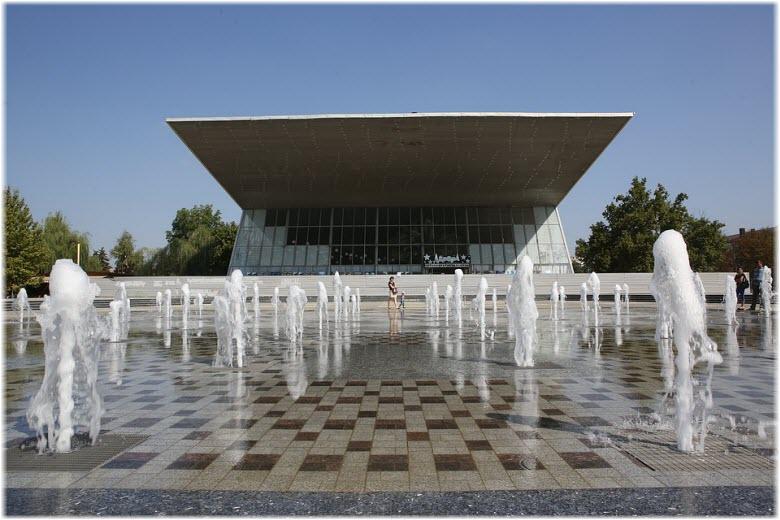 фонтаны у Авроры