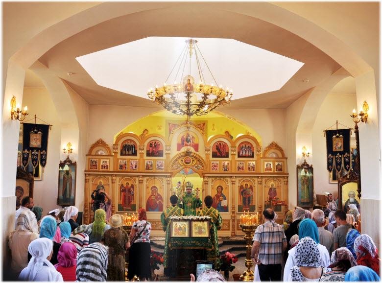 внутри храма Ксении Петербургской