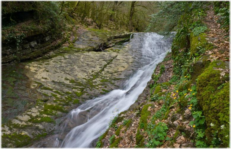 фото водопада вблизи