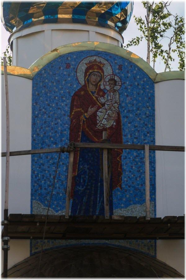 мозаика на фасаде церкви