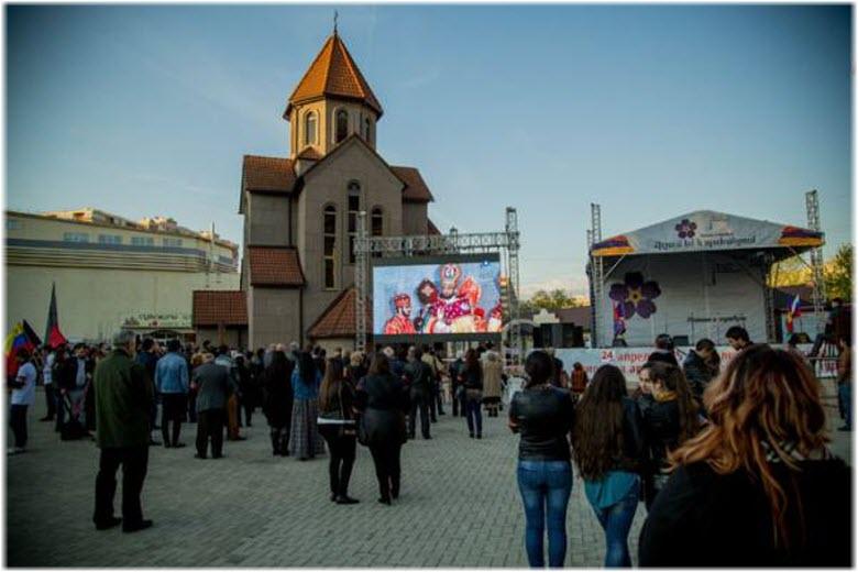 площадь перед Армянской церковью