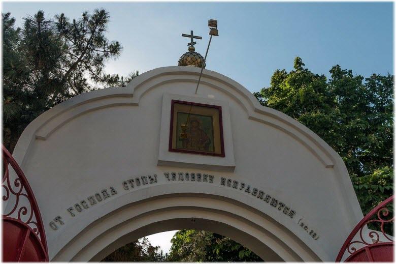 вход в Войсковый храм