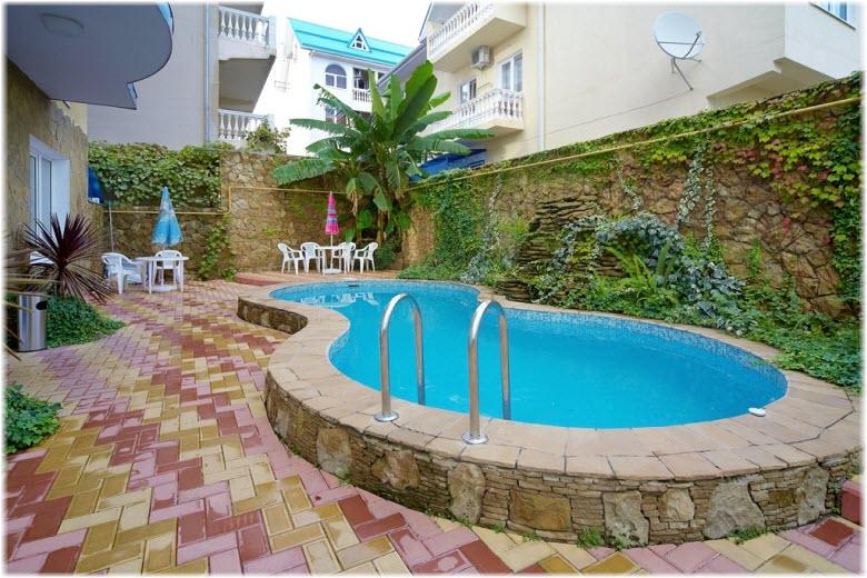 частное жилье в Адлере с бассейном
