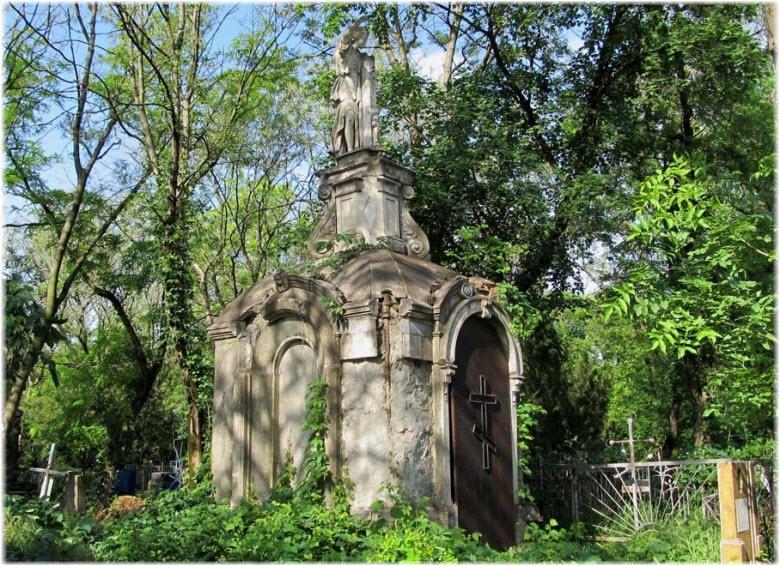 старая часовня на кладбище
