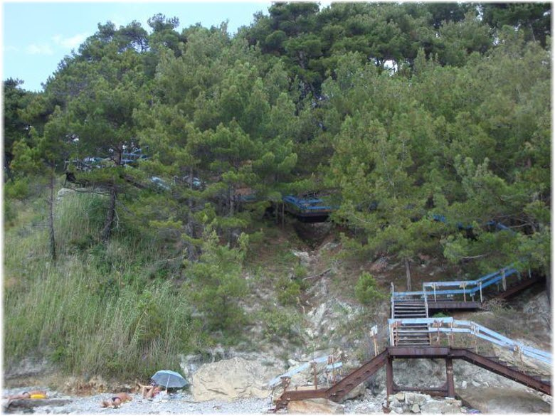 дикий пляж у Голубой лестницы