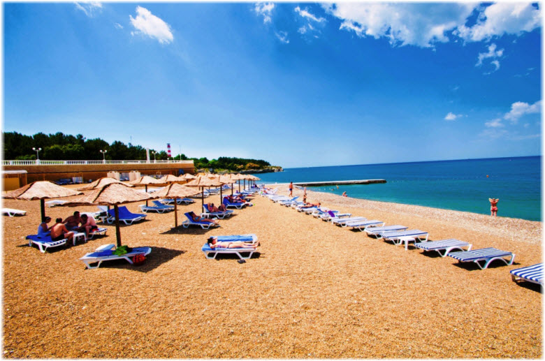 на пляже отеля Кемпински